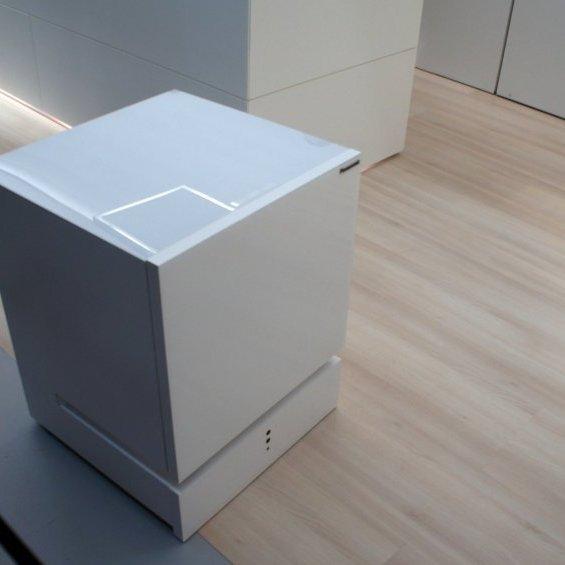 На виставці у Берліні показали незвичайний смарт-холодильник (фото)