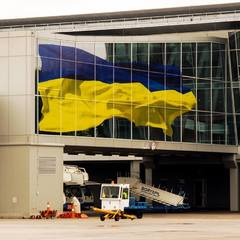 У «Борисполі» чоловік навприсядки хотів оминути прикордонний контроль (відео)