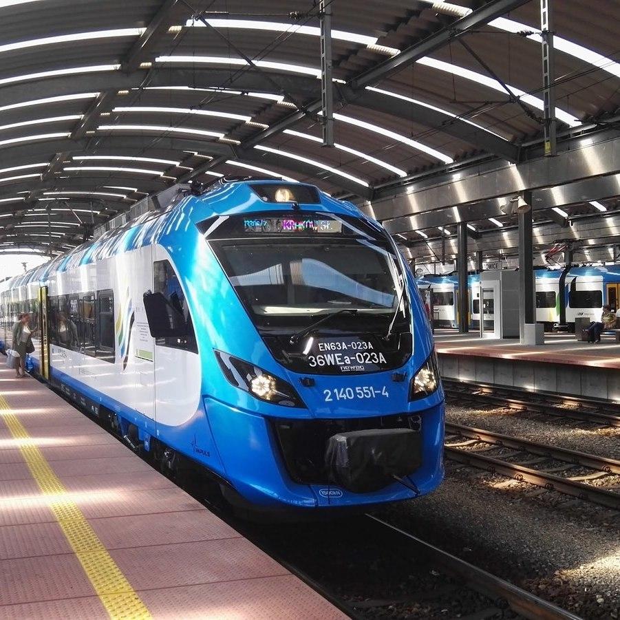 Укрзалізниця запускає продаж квитків онлайн на ще два потяги до Польщі