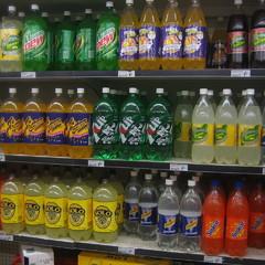 У всіх школах ЄС припинять продаж солодких напоїв