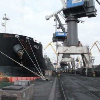 Дефіцитний антрацит привезуть до України три кораблі