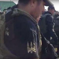 До «Краковця» прибули люди з нашивками батальйону «Донбас»