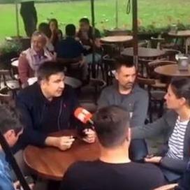 Саакашвілі у супроводі охорони вийшов у центр Львова поспілкуватись із журналістами