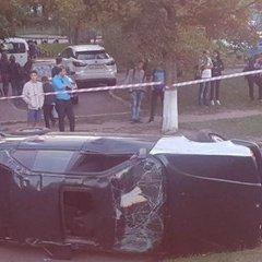 Смертельна ДТП у Києві: водія розчавив автомобіль, з якого він вилетів (фото)