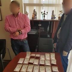 Викладач КНЕУ затриманий за вимагання хабара у студента-бюджетника