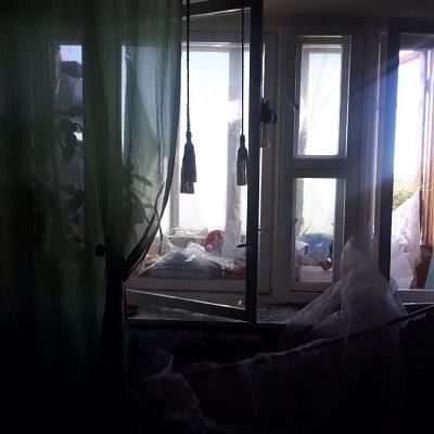 У Києві в багатоповерхівці прогримів вибух: є постраждалі (фото)