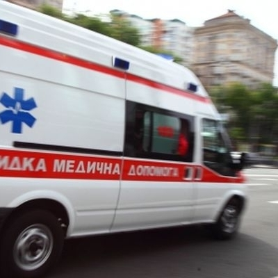 У Полтаві хлопчик сильно трамвувався при падінні з висоти на шкільному майданчику: вчителі заборонили медсестрі викликати швидку (відео)