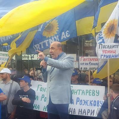 Рабінович на акції під НБУ: Ми вимагаємо від Фонду гарантування повернути гроші людям
