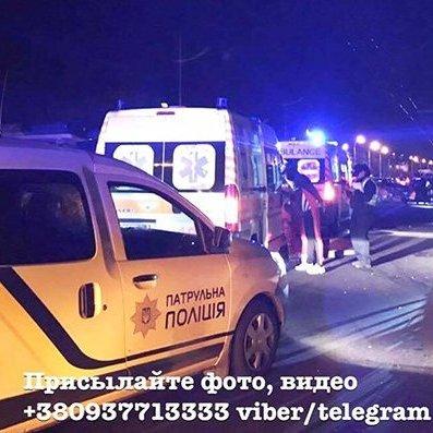 В Києві автомобіль влетів у колону велосипедистів: постраждала дівчина