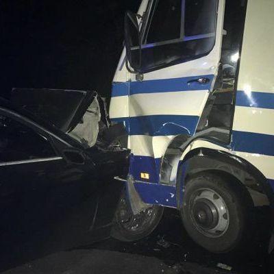 На Одещині водій на BMW влетів у маршрутку з пасажирами (фото)