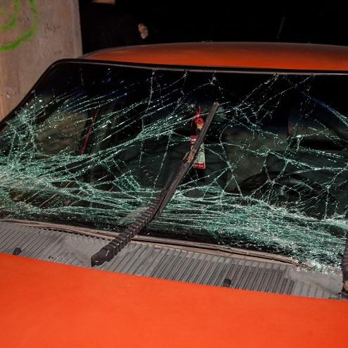 У Дніпрі порушник і його супутниця влаштували бійку із поліцією після погоні (фото)