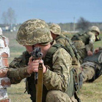 З початку доби двоє українських бійців отримали поранення, - штаб АТО