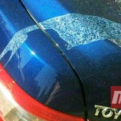 У Києві понад 25 автомобілів облили кислотою