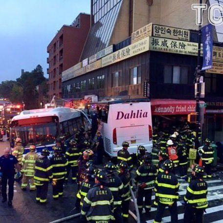 Жахлива ДТП у Нью-Йорку: троє загиблих і щонайменше 20 постраждалих (фото)