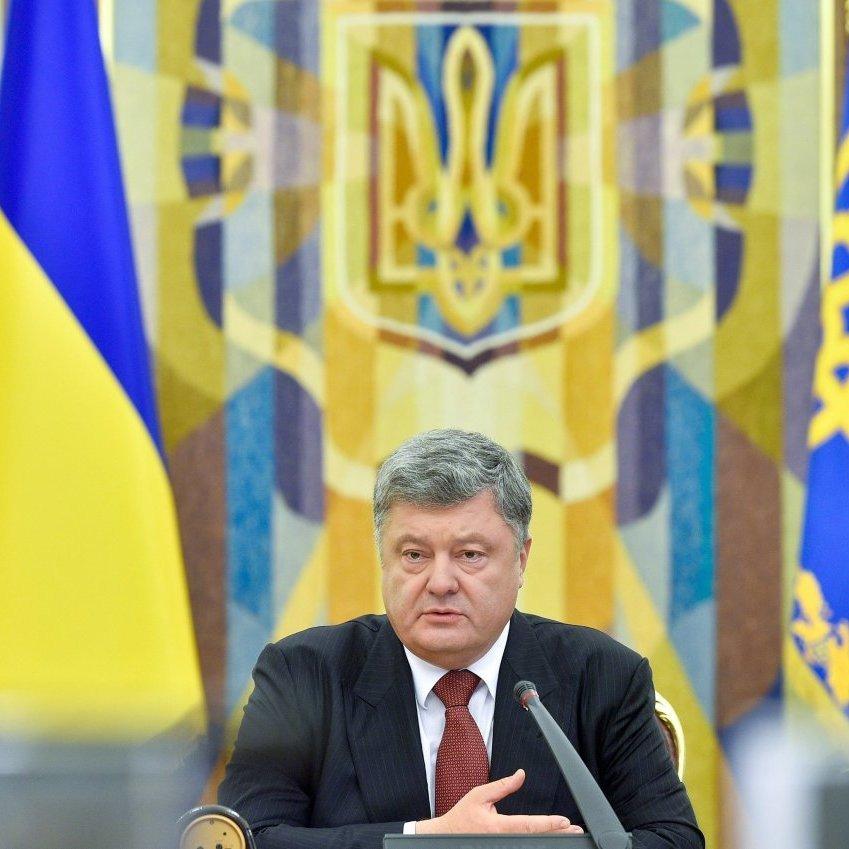 В Україні не забороняється вивчати мови нацменшин, але кожна дитина має володіти українською - Порошенко