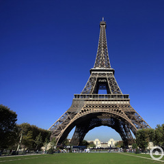 Навколо Ейфелевої вежі побудують куленепробивну стіну (фото)