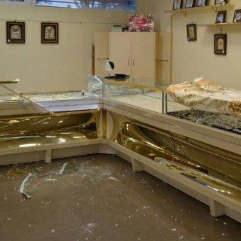 Поки охоронці спали, грабіжники винесли 5 кілограмів золота: фотодоказ