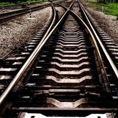Патрульні відтягли непритомного чоловіка з колії, через 2 хвилини там проїхав поїзд