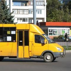 У Києві з маршрутки під час руху почав витікати бензин (фото)