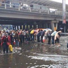 Потужна злива у Києві: кілька вулиць затопило (фото, відео)