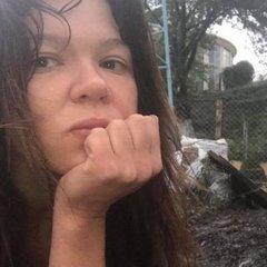 У будинок відомої співачки влучила блискавка: з'явились шокуючі фото згарища