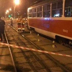 Жінку з дитиною збив трамвай у Києві: хлопчик загинув на місці – фото 18+