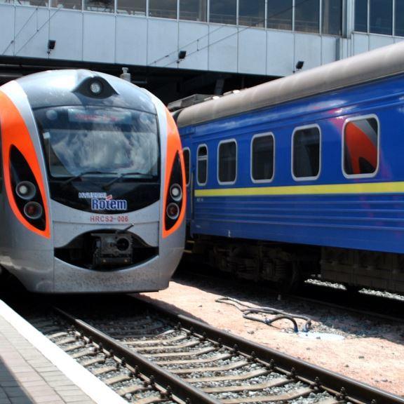 Укрзалізниця призначила на жовтень 5 додаткових поїздів