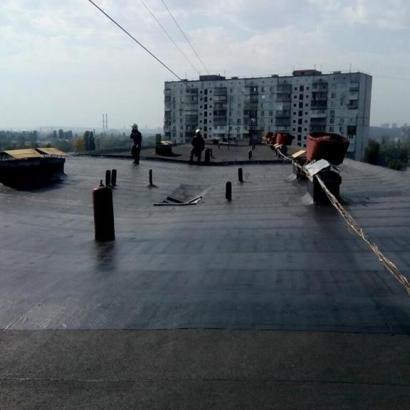 У Києві стався вибух на даху багатоповерхівки, є постраждалі