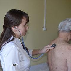 В Україні молоді лікарі отримують зарплату меншу ніж прибиральниці, - експерт