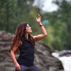 Руслана опублікувала вражаючі кадри з фотосесії у Карпатах