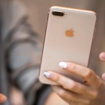 Новий iPhone 8 на годину занурили у воду (відео)