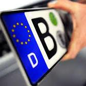 Влада повинна делікатно вирішити проблему нерозмитнених авто, - Bloomberg
