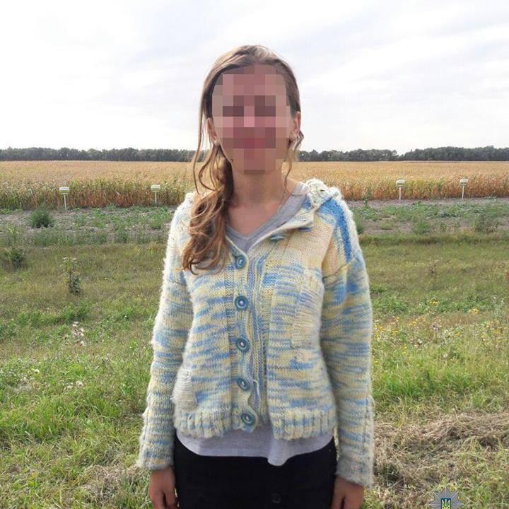 Біля автодороги Київ-Харків патрульні виявили німу й неписьменну жінку, що блукала полем