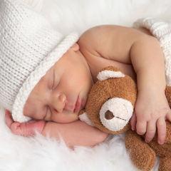 Житель Прикарпаття створив ліжко, що заколихує дитину і співає колискові (фото, відео)