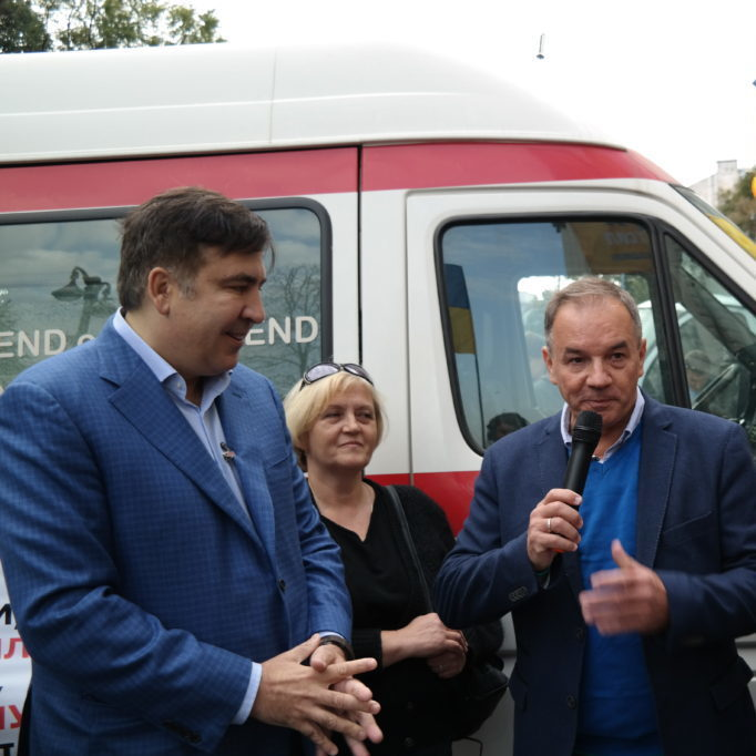 Два Михайла під Кабміном: Саакашвілі та Терещенко привезли до Гройcмана «швидку»