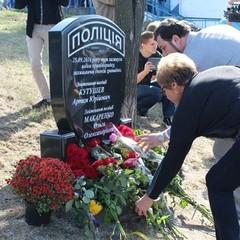 У Дніпрі відкрили пам'ятник патрульним поліцейським, яких розстріляв екс-боєць Торнадо (фото)