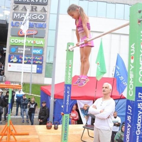 У Львові 7-річна дівчинка встановила світовий воркаут-рекорд (фото)
