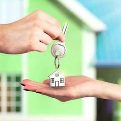 Уряд хоче дозволити українцям орендувати квартири із правом викупу: як діятиме дана схема (відео)