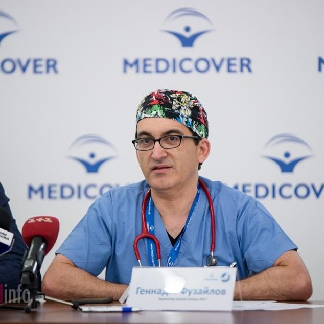 55 врятованих дітей: хірург із США під час відпустки займається волонтерством в Україні (відео)