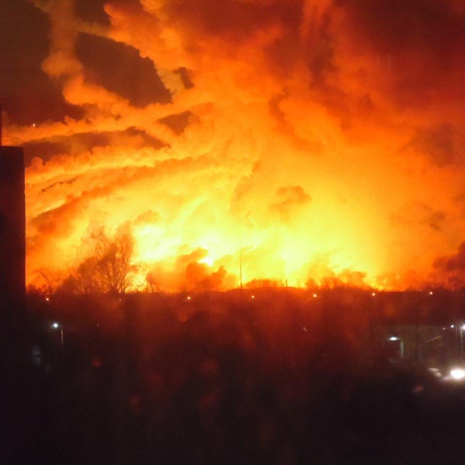 Причиною пожежі в Калинівці могли бути зовнішні чинники - Гройсман