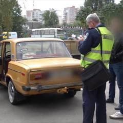 Зв'язали та поклали у багажник: святковий жарт закінчився у поліції