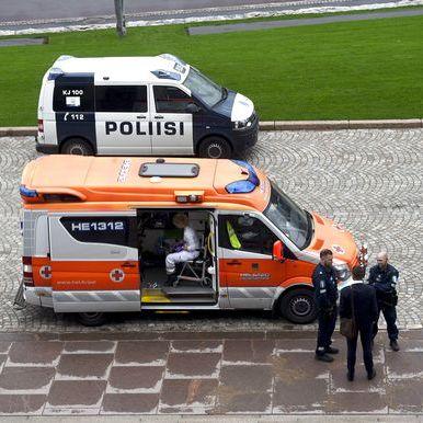 Чоловіки, які нанесли собі ножові поранення біля парламенту Фінляндії, заявили, що вони - гей-пара з Росії