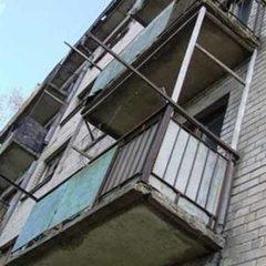 На Харківщині 16-річна дівчина випала з балкону