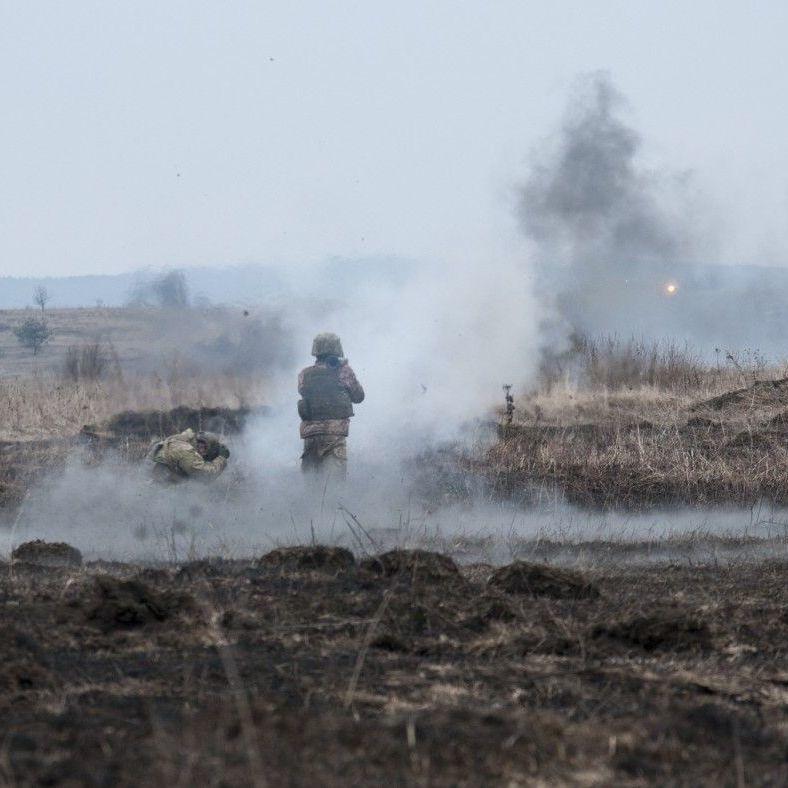 З початку доби один український боєць був поранений, ще двоє отримали бойові травми, - штаб АТО