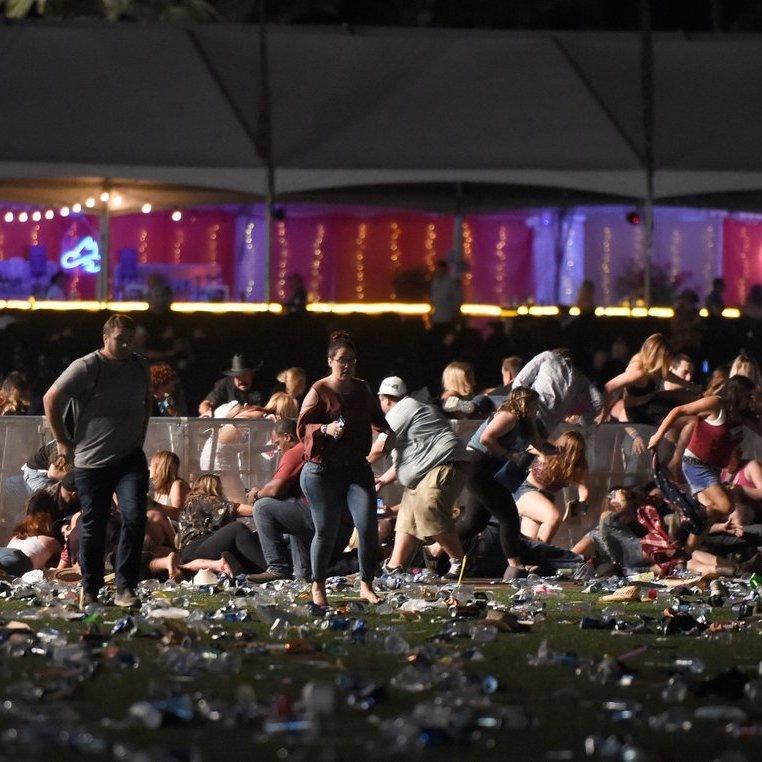Невідомий влаштував стрілянину на концерті в Лас-Вегасі