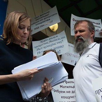 У Кремлі Поклонській запропонували або здати депутатський мандат, або припинити нападки на «Матильду» – ЗМІ