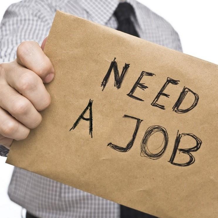 Роботу за кордоном шукають 44% українців
