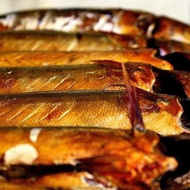 Суд у Львові відправив під домашній арешт продавця копченої риби, якою отруїлися десятки людей
