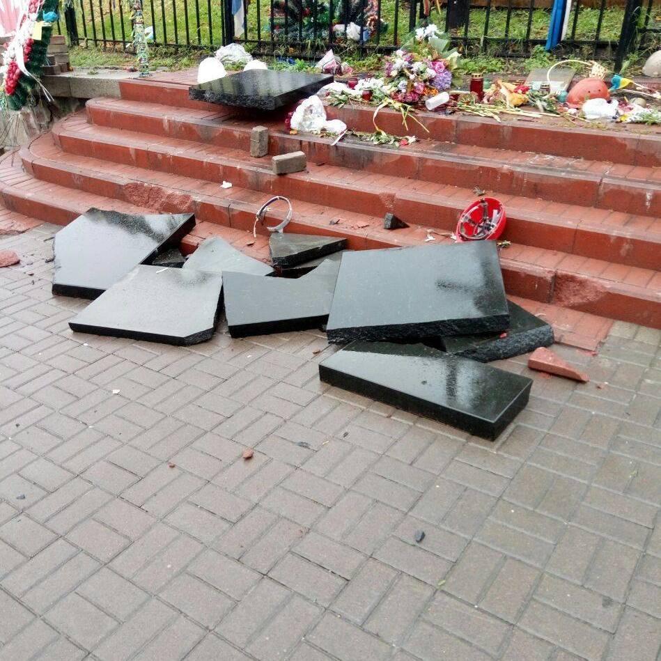 У Києві розбили меморіал Героїв Небесної Сотні (фото)