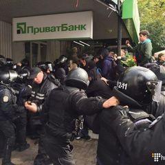 Невідомі застосували газові балончики проти поліції у центрі Києва (фото)